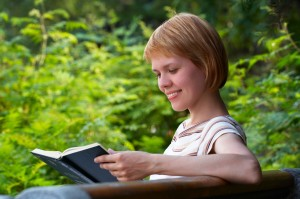 Woman reading. (Courtesy of Dreamstime)